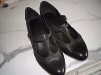 WOMENS SHOES SIZE 5. DOLLY LEATHER SHOES BLACK M&S.SMALL HEEL