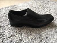 Size 8 black Kangol Shoes