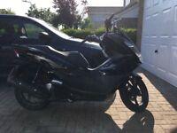 Honda PCX 125cc - 1000 miles - Black
