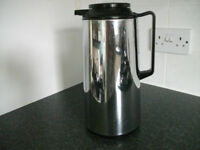 1.85 litre insulated thermal jug.