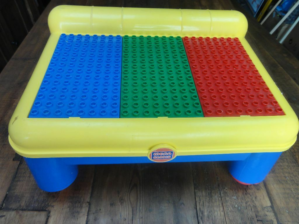 Mega Bloks storage and play table and two LEGO Duplo Mini Figures ...