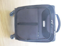 LIGHTWEIGHT CARRY ON CASE
