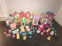 Dolls house with lots of accessories