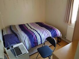 Cozy Double Room 2 minutes walk from East Acton!