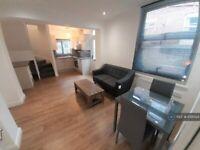 1 bedroom flat in Hanover Square, Leeds, LS3 (1 bed) (#1095124)