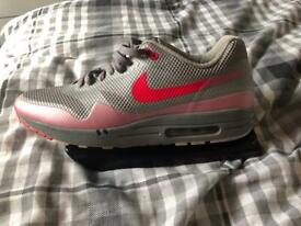 Nike air max motion trainers size 9. i Cwmbran, TorfaenGumtree i Cwmbran, Torfaen Gumtree