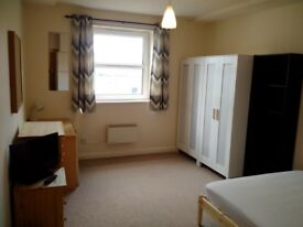 1 Large Double Room to Let within a Nicely Furnished 2 Bedroom Apartment inc Bills, Wifi & Free Gym