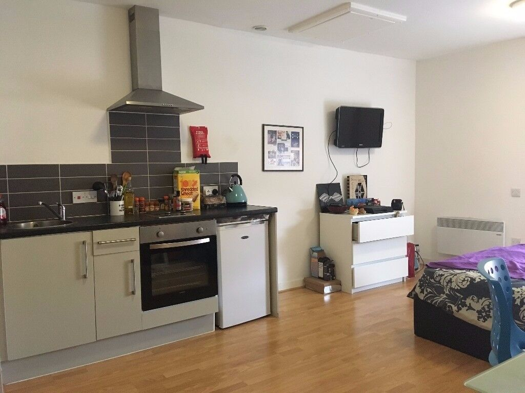 Self-contained studio to rent in Liverpool city centre, £124pw.