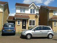 3 Bedrooms Link Detached House, Slough. Integrated garage with conservatory.