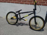 BMX BIKE: 2011 VERDE EON MODEL (BLACK/YELLOW)