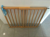 Wooden Expandable Baby Gate