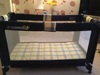 Collapsible childs travel cot