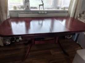Solid mahogany dinning room table and chairs