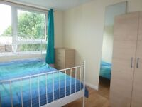 Spacious Double Room In Poplar / Minutes From Canary Wharf & DLR Links, Zone 2 / Avail 17th April