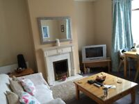 LARGE DOUBLE ROOM IN HOUSE SHARE FOR YOUNG PROFESSIONAL FEMALES IN BEARWOOD.