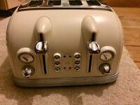 Delonghi Metropolis CTM4023E Cream 4 Slice Toaster