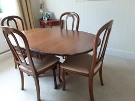 Lovely extending table x 4 chairs