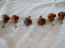 VINTAGE 6 x small wooden drawer / cupboard / cabinet knobs