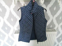 GIRLS NAVY SPOTTY GILLET - AGE 10 YEARS - VGC