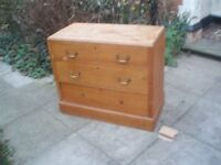 PINE CHEST OF DRAWS.