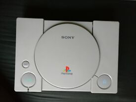 Play Station 1 - with 8 Games + 2 Controllers