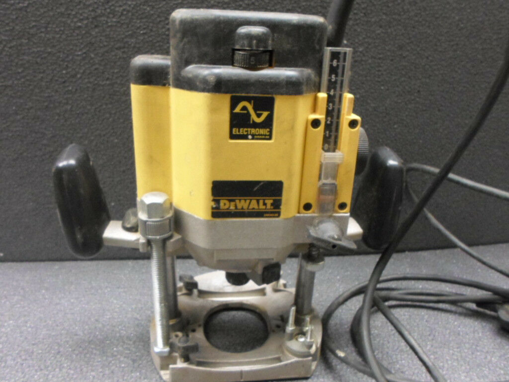 Dewalt dw625 12 router plus box in countesthorpe leicestershire dewalt dw625 12 router plus box keyboard keysfo Image collections