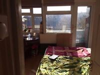 4 bed with separate lounge 1 mint Mile End station close to:Bethnal Green,Liverpool Street