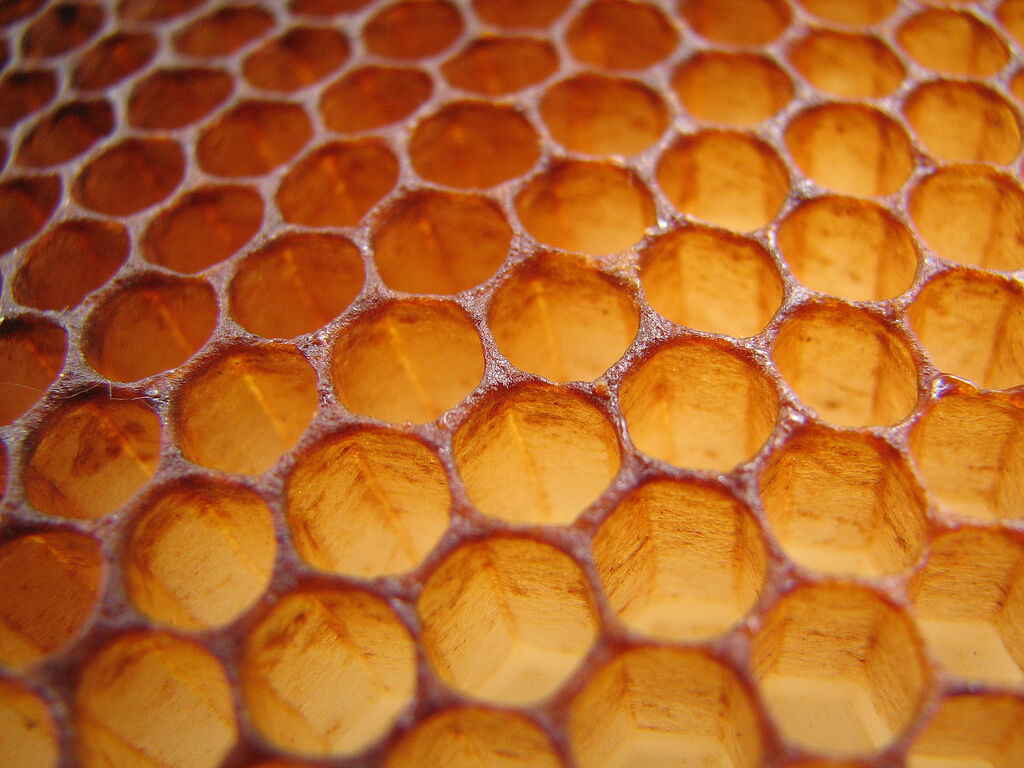 1Kg £10.99 Locally Filtered Beeswax Cheapest Price Bulk - Naturally Fragrant