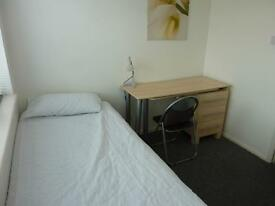 TO RENT DOUBLE ROOM AVAILABLE TODAY! EXCEL LOCATION & CONDITION. CLOSE TO TRAIN, UNIVERSITY & SHOPS