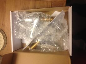 BRAND NEW SET OF CROSS HANDLE TAPS FOR BATHROOM/KITCHEN RRP= £29.99 PICK UP FROM WYMONDHAM