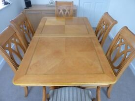 Elegant solid light wood high gloss finish extending dining table with 6 chairs