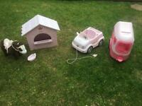 Baby born horse, stable and car with trailer set