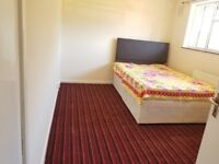 Double Room for Single or 2 Persons in Maybury Home House