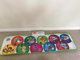 Play mat / dance mat