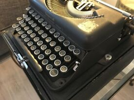 Vintage Imperial Good Companion Typewriter - Model T - 1930s Antique