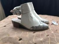 White Leather Ankle Boot/shoe