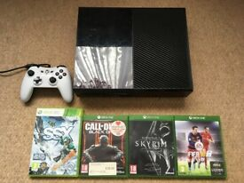 XBOX One 500GB with Controller & 4 Games (Black Ops 3,Skyrim, FIFA 16)..