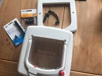 Petsafe cat flap with 2 magnet collars 1 new in box and spare magnets