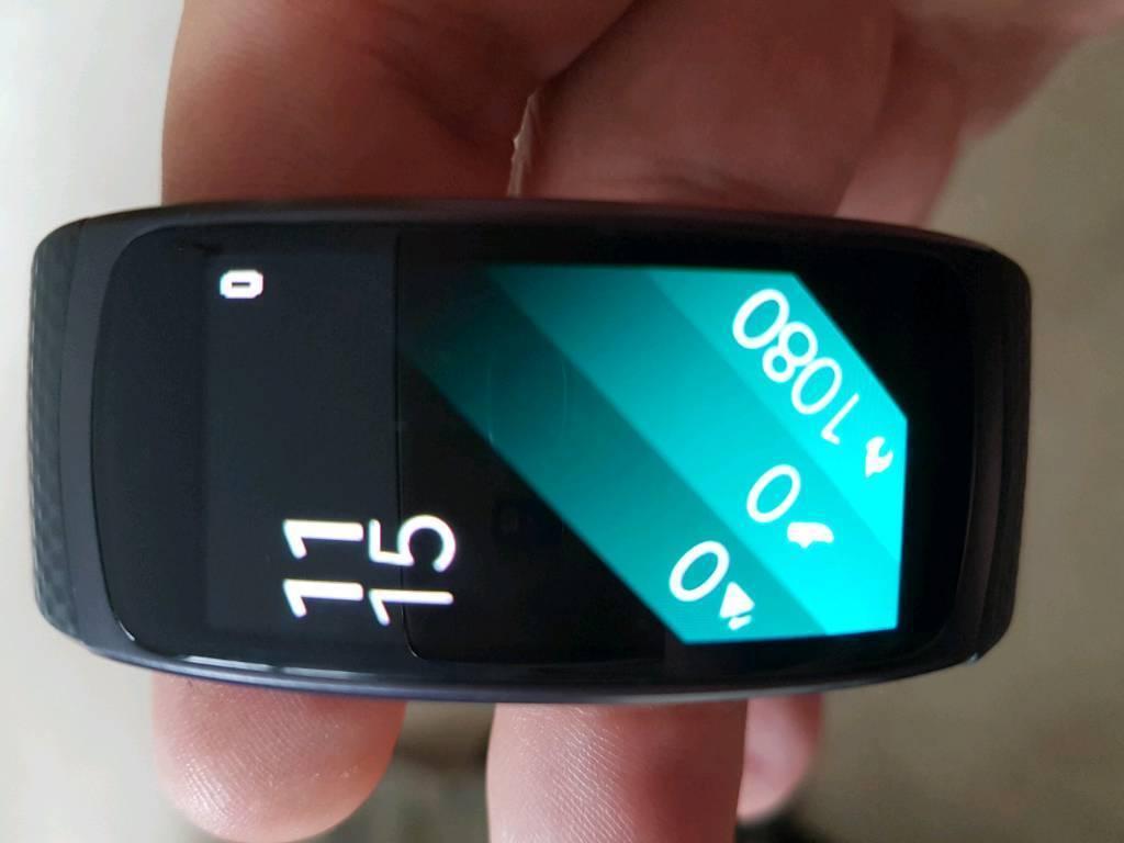 Samsung gear fit 2 smart watch
