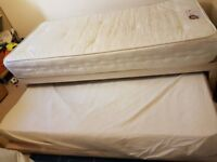 Diwan bed with pullout