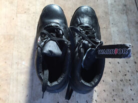 Steel toed boots zize 8 in good condition