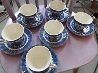 willow pattern cups and saucers (200)
