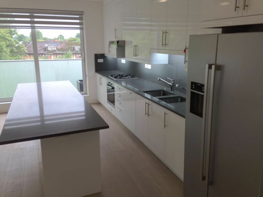 UniquePremiumQuality HighSpec 1stFloor 3 Double Bed Flat 2 Bath OpenKitchenDineSit Balcony NearTube
