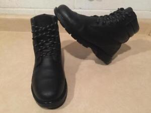 Women's Size 6 M Timberland Leather Outdoor Performance Winter Boots