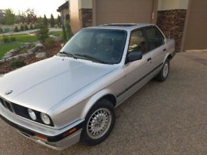 BMW 325i - extremely clean