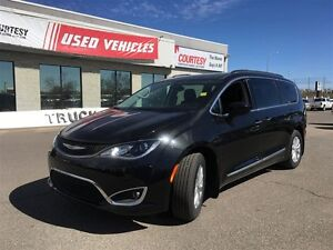 2017 Chrysler Pacifica Touring-L | Low Kilometers | Barely Drive
