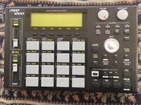 AKAI MPC 1000 sampler groovebox sequencer