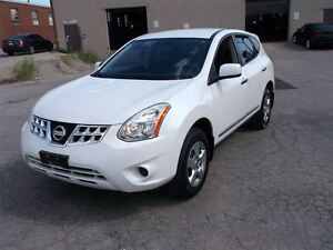2011 Nissan Rogue Pearl white with DVD