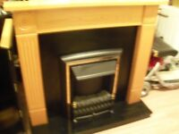 ELECTRIC FIRE BLACK & SURROUIND MANTLE PIECE WITH BLACK BASE IN EXCELLENT WORKING CONDITION DELIVER