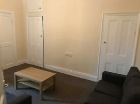 2 bed ground floor flat-newly painted